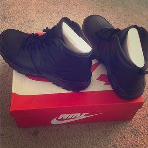 Nike manoa leather boots